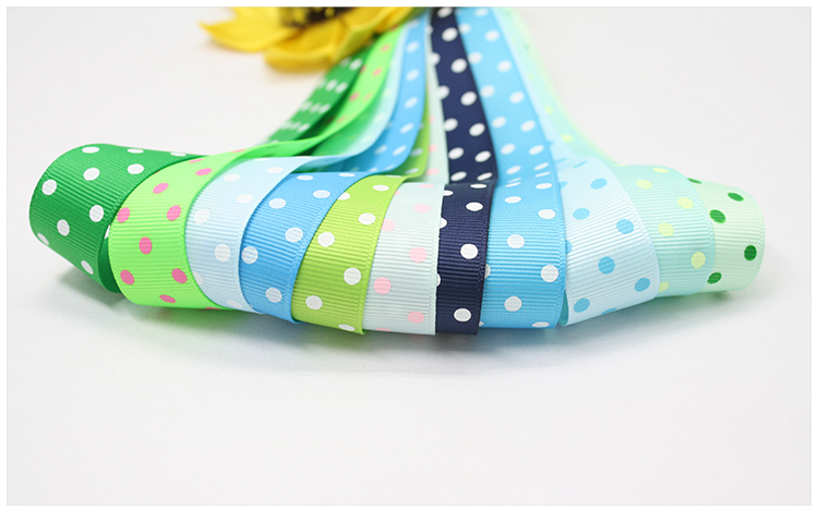 ribbon with 3 dots